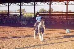 Ber Yakov Izrael, Wrzesień, - 28, 2016: Końskie jeździeckie lekcje dla dzieciaków Zdjęcie Royalty Free