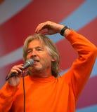 Beraten Sie sich einen üb alten Rocker, einen populären Sänger, Stern der russischen Popmusik von Vyacheslav Malezhik Stockbilder