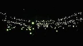 Beraten Sie sich Publikum und die üb Lichter im Hintergrund stockbild