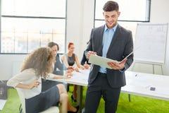 Berater während der Beratungswerkstatt Lizenzfreie Stockfotos