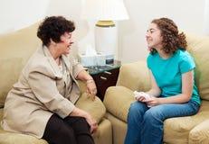 Beratung - freundliches Gespräch Stockbild