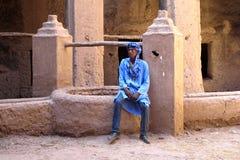 Berber dans le bleu, AIT-Benhaddou, Maroc Images stock