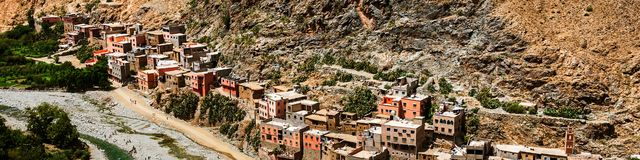 Berberby i bergen, Marocko Arkivfoto