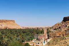 Berberby nära den Dades klyftan i Marocko Arkivbild