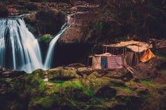 Berberby nära den Ouzoud vattenfallet i Marocko Fotografering för Bildbyråer