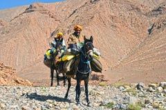 Berbers är urbefolkning till kartbokberg av Marocko royaltyfria foton