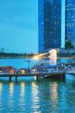 Überblick über die Jachthafenbucht mit dem Merlion in Singapur Stockfotos