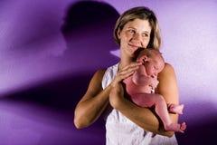 Bercement de mère nouveau-né Image libre de droits