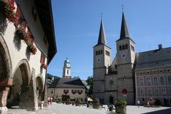 Berchtesgaden con le chiese ed il castello Fotografia Stock