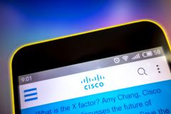 Berdyansk, Ουκρανία - 23 Μαρτίου 2019: Αρχική σελίδα ιστοχώρου της Cisco Systems Λογότυπο της Cisco Systems ορατό στην τηλεφωνική στοκ εικόνες με δικαίωμα ελεύθερης χρήσης