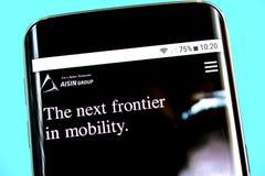 Berdyansk, Украина - 1-ое июня 2019: Домашняя страница вебсайта Aisin Seiki Логотип Aisin Seiki видимый на экране телефона стоковые фото