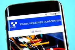 Berdyansk, Ucrania - 1 de junio de 2019: Homepage de la página web de las industrias de Toyota Logotipo de las industrias de Toyo foto de archivo