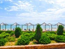 Berdyansk, Ucrania 30 de junio de 2018: Hotel turístico de The Sun en el mar de la playa de Azov imagenes de archivo