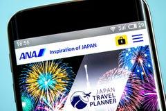Berdyansk Ukraina - 6 Juni 2019: All Nippon Airways websitehomepage All Nippon Airways logo som är synlig på telefonskärmen arkivfoton
