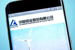 Berdyansk Ukraina - 6 Juni 2019: Den illustrativa ledaren av Aluminium Korporation av Kina begränsade websitehomepage h?jd royaltyfri bild