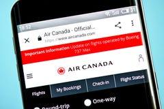 Berdyansk Ukraina - 6 Juni 2019: Homepage för Air Canada flygbolagwebsite Air Canada logo som är synlig på telefonskärmen royaltyfria bilder