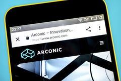 Berdyansk, Ukraina - 26 2019 Maj: Arconic strony internetowej homepage Arconic logo widoczny na telefonu ekranie obrazy stock