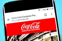 Berdyansk, Ukraine - 4 juin 2019 : Page d'accueil européenne de site Web d'associés de Coca-Cola Logo européen d'associés de Coca photos libres de droits