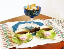 Bere celebratorio del tè fotografia stock