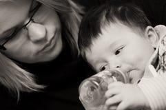 Bere del neonato Fotografia Stock