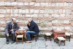 Bere del tè del caffè turco Immagini Stock