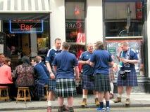 Bere scozzese degli uomini Fotografia Stock