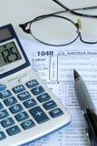 Berechnen Sie die Staat-Einkommenssteuererklärung Stockfotografie