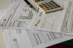Berechnen Sie die Steuer stockbild