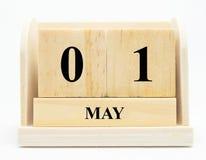 Berechnen Sie 1. Mai hölzerner Kalender internationalen Arbeitskräfte ` Tages, glücklich kann DA Lizenzfreies Stockfoto
