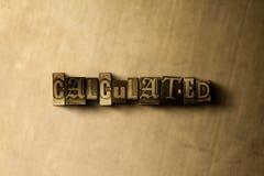 BERECHNET - Nahaufnahme der grungy Weinlese setzte Wort auf Metallhintergrund Lizenzfreies Stockfoto