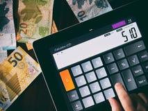 Berechnung des Geldes Stockbilder