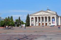 Bereich in Chernihiv-Stadt mit schönem drastischem Theater Lizenzfreies Stockbild