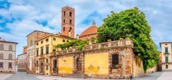 Bereich mit einem Tempel in der schönen mittelalterlichen Stadt von Lucca stockfotografie