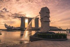 Bereich Singapurs, Singapur - Marina Bay-, Ansicht von Merlions-Statue stockbild
