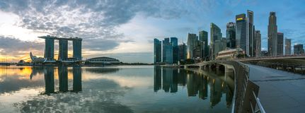 Bereich Singapurs, Singapur - Marina Bay-bei Sonnenaufgang, Geschäftszentrum lizenzfreies stockbild
