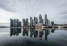 Bereich Singapurs, Singapur - Marina Bay-bei Sonnenaufgang, Gesch?ftszentrum lizenzfreie stockfotografie