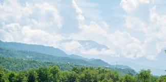 Bereich von Qusar Ansicht über Berg Shahdag azerbaijan Stockfotos