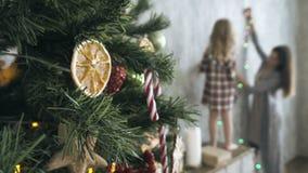Bereid huis op Kerstmis voor stock footage