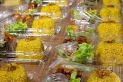 Bereid uit rijst voor deur in plastic doos voor Royalty-vrije Stock Afbeeldingen