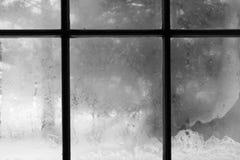 Bereiftes Fenster im Winter Stockfoto