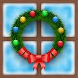 Bereiftes Fenster mit Weihnachtskranz lizenzfreie abbildung