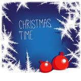 Bereiftes Fensterdesign mit Text, Schnee und Weihnachtsbaum spielen Auch im corel abgehobenen Betrag Lizenzfreie Stockfotos