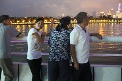 Bereisen Sie die Pearl River Nachtansicht der Touristen in Guangzhou-Porzellan ASIEN Stockfoto