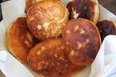 Bereite Torten mit Kartoffeln lizenzfreie stockfotografie