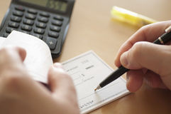 Bereiten Sie das Schreiben eines Checks vor Stockbild