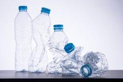 Bereiten Sie die benutzten Flaschen auf stockfotos