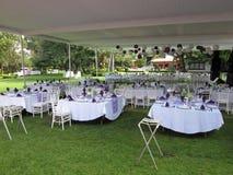 Bereiten Sie für den Hochzeitsempfang vor Stockfotos