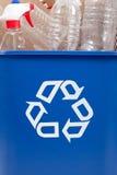 Bereiten Sie kann mit recyclables auf lizenzfreie stockfotos