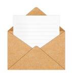 Bereiten Sie Papierumschlag mit unbelegtem Weißbuch auf Stockbild
