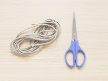 Bereiten Sie Seil mit scissor, Konzept für auf Stockfotografie